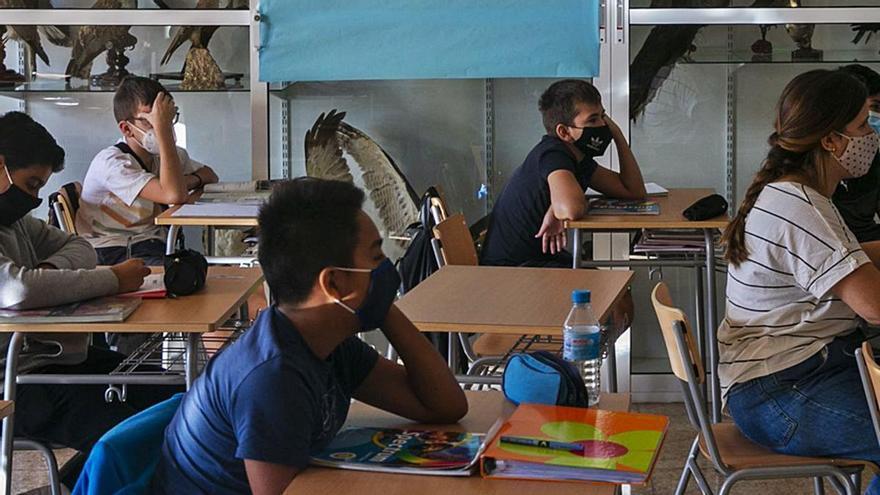 La  propuesta de Celaá para ir a clase a diario exige barracones en los institutos y abrirlos por la tarde