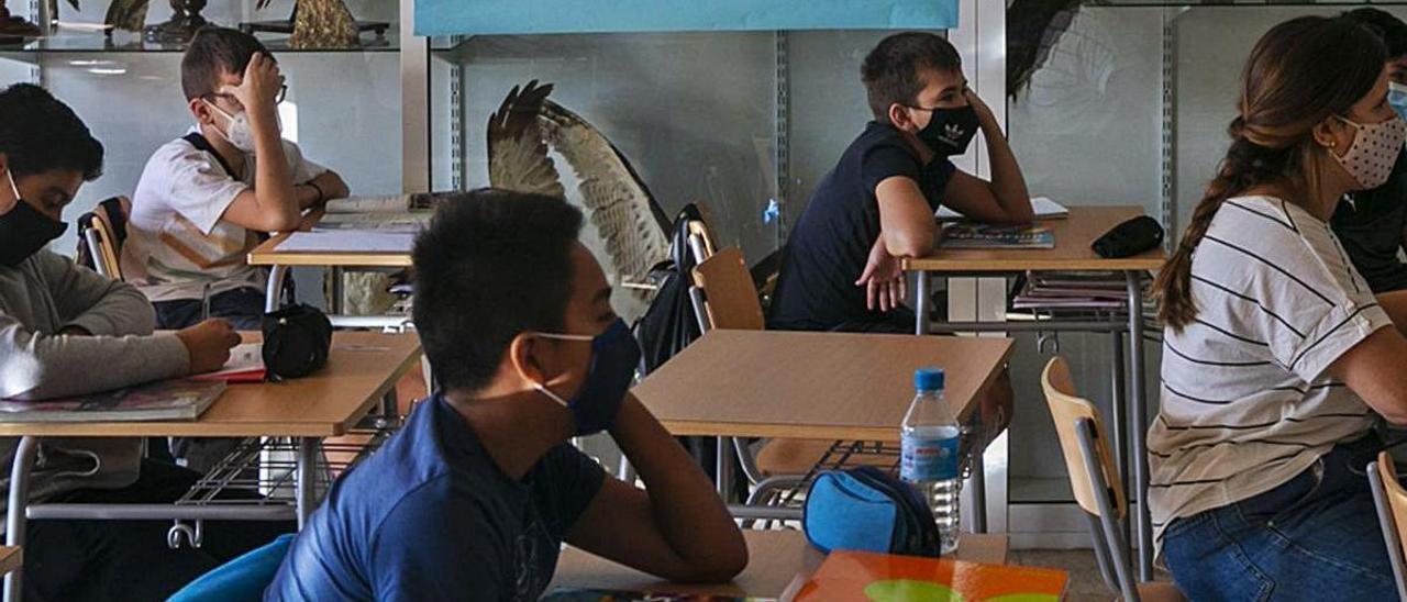 Hay institutos que este curso están dando clases incluso en el pasillo. | RAFA ARJONES