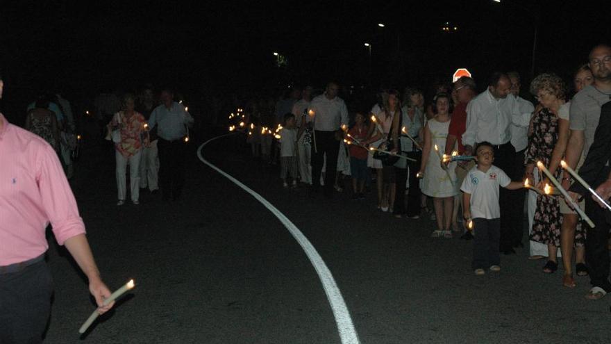 La procesión de Eslida,  a oscuras por la Vuelta