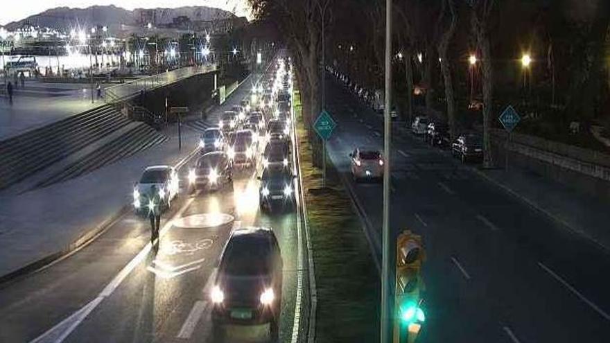 Atascos de 5 kilómetros en la ciudad tras eliminar un carril en el paseo Ruiz Picasso