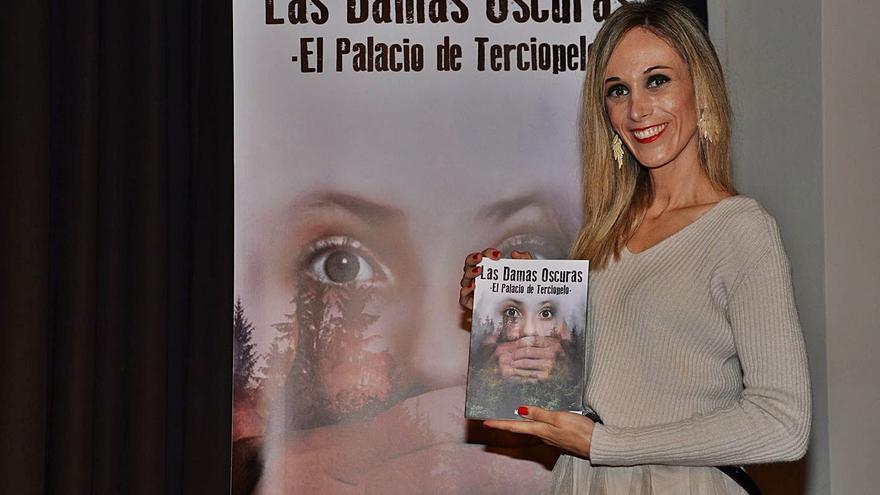 MJ Marcos debuta en la novela con una historia erótica