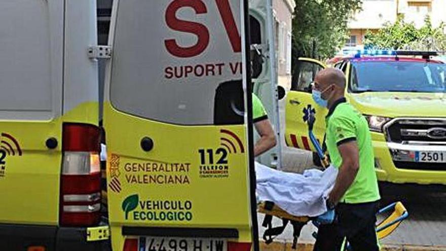 Vecinos de Gran Alacant reclaman a Sanidad una ambulancia permanente