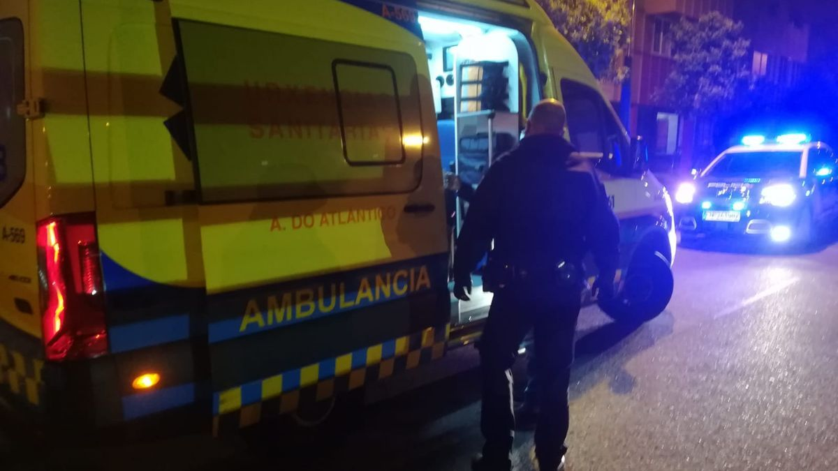 Un momento de la actuación de Urgencias Sanitarias y de la Policía Nacional