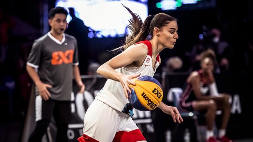 """Claudia Contell: """"Empiezo una nueva etapa en el Valencia Basket"""""""
