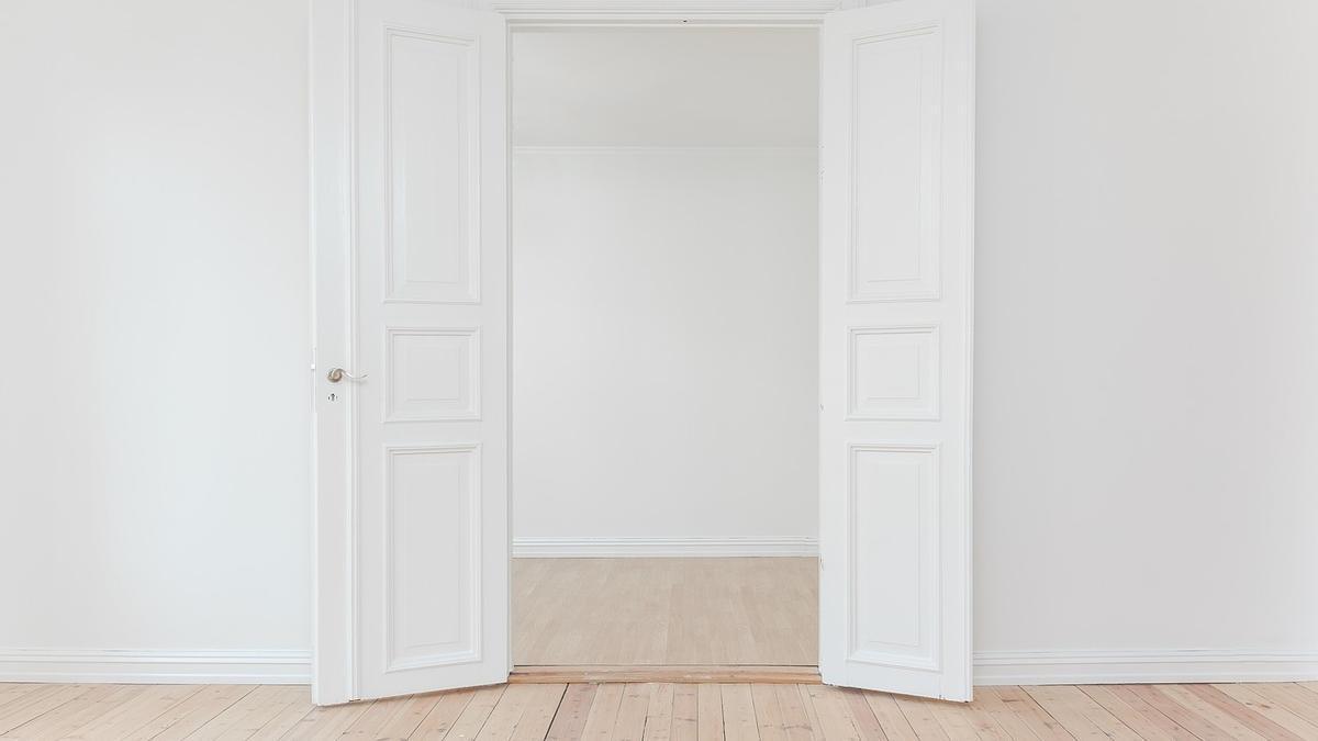 El truco de limpieza definitivo para dejar blancas las paredes sin tener que pintar.