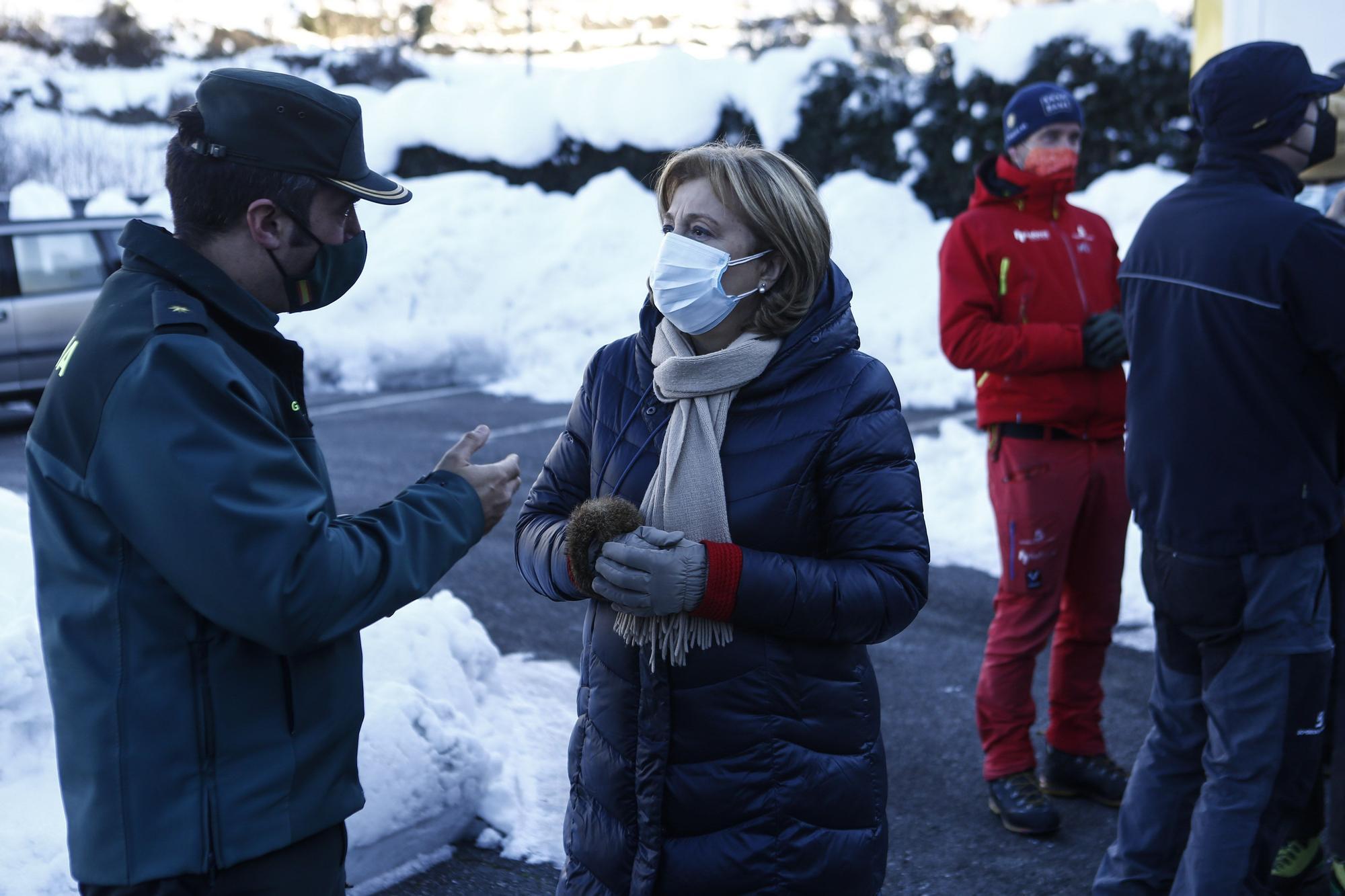Adrián Barbón visita el puesto de búsqueda del operario desaparecido