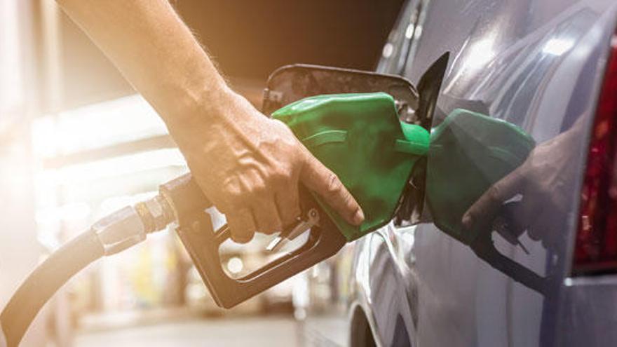 El preu de la gasolina puja abans del pont