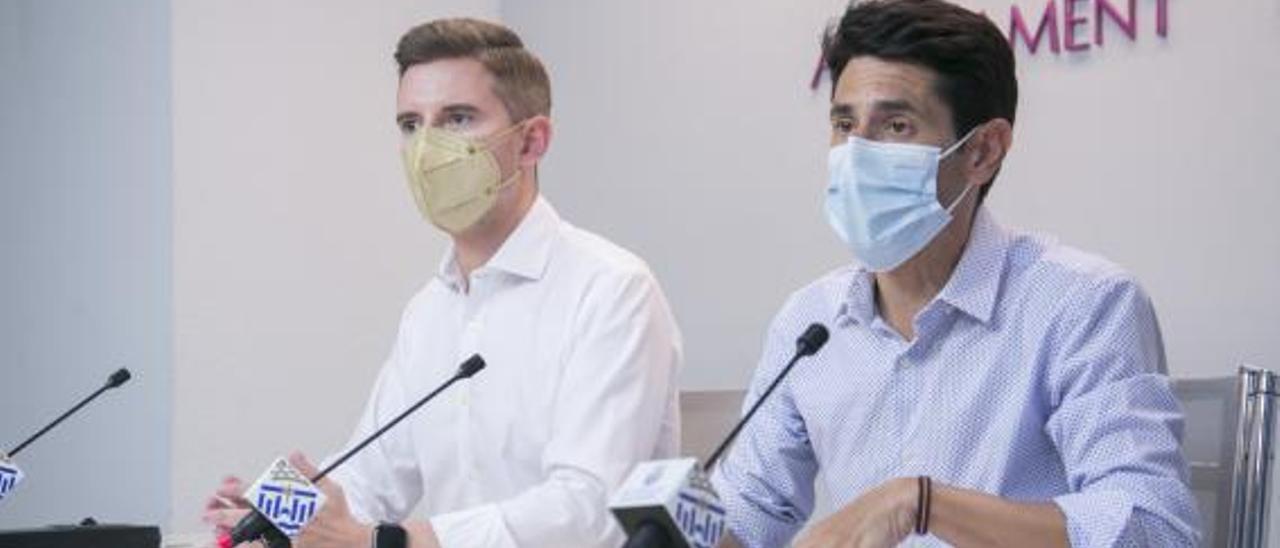 Víctor Soler y Daniel Martí, ayer durante la rueda de prensa para hablar del Plan de Ajuste.                     ÀLEX OLTRA