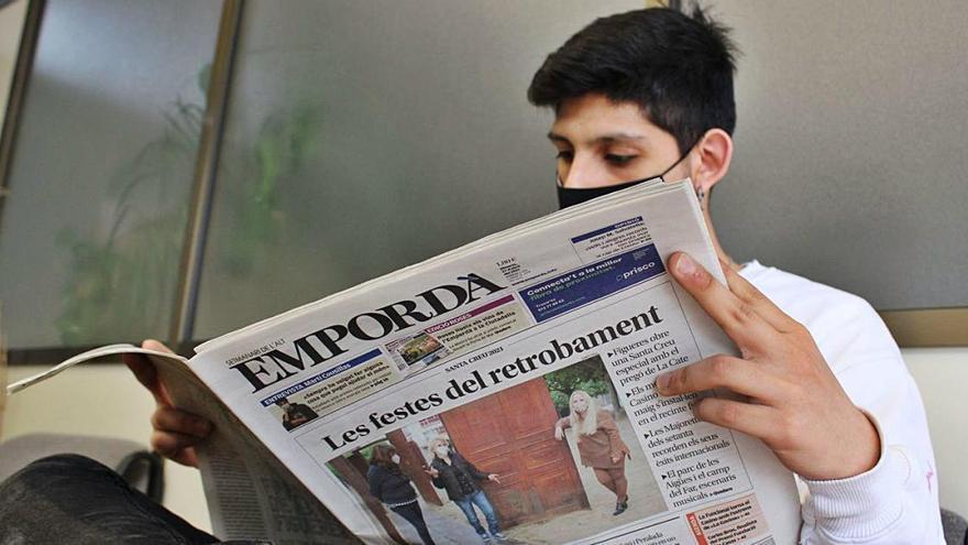 Llegir la premsa de paper no contagia i és segur
