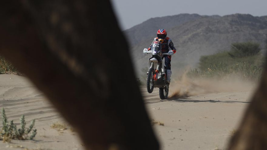 Barreda se resarce ganando la cuarta etapa del Dakar y Sainz sufre nuevos problemas
