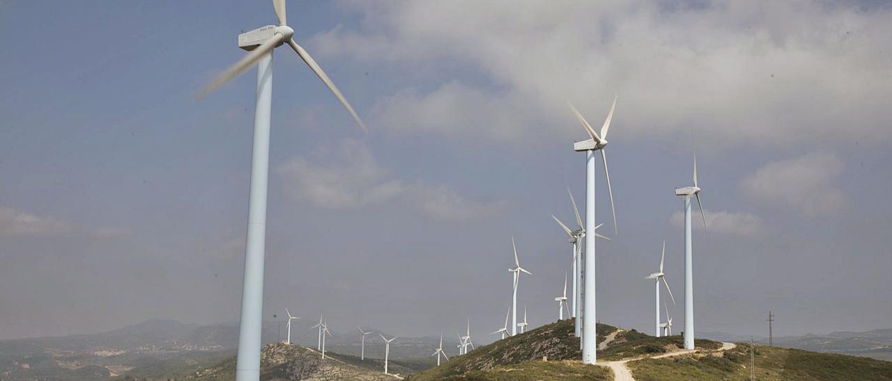 Parque eólico de Buñol, en una imagen reciente. | FERNANDO BUSTAMANTE