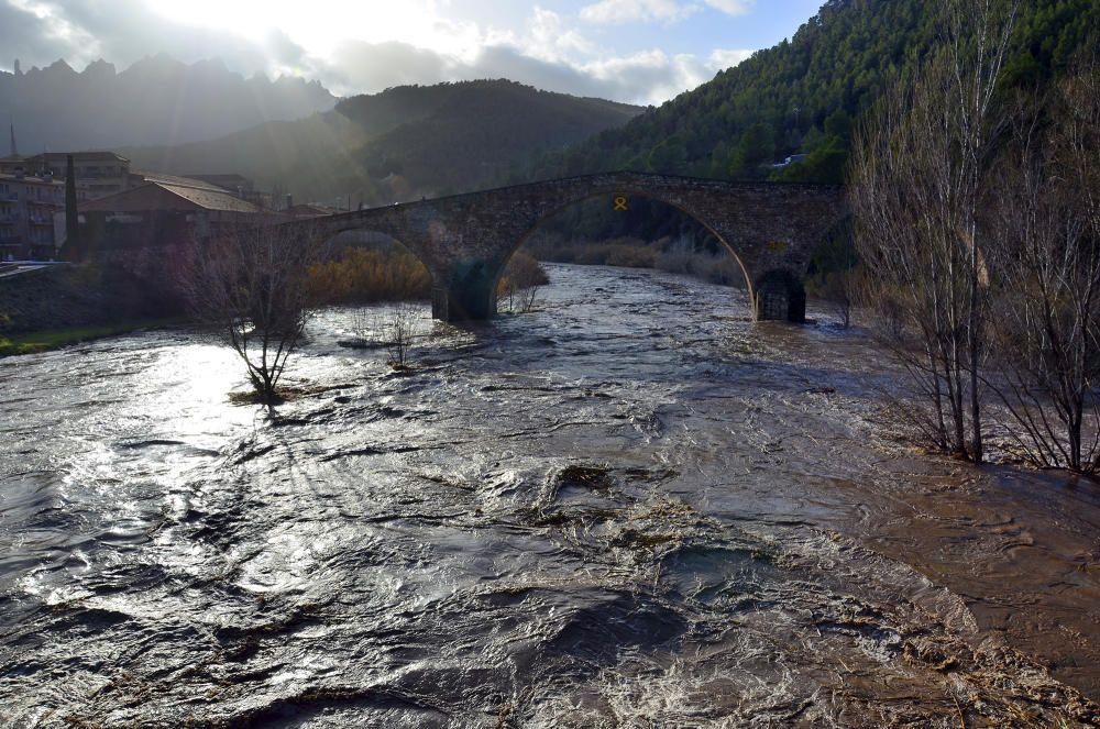 Forta crescuda del Llobregat al seu pas per Castellbell.