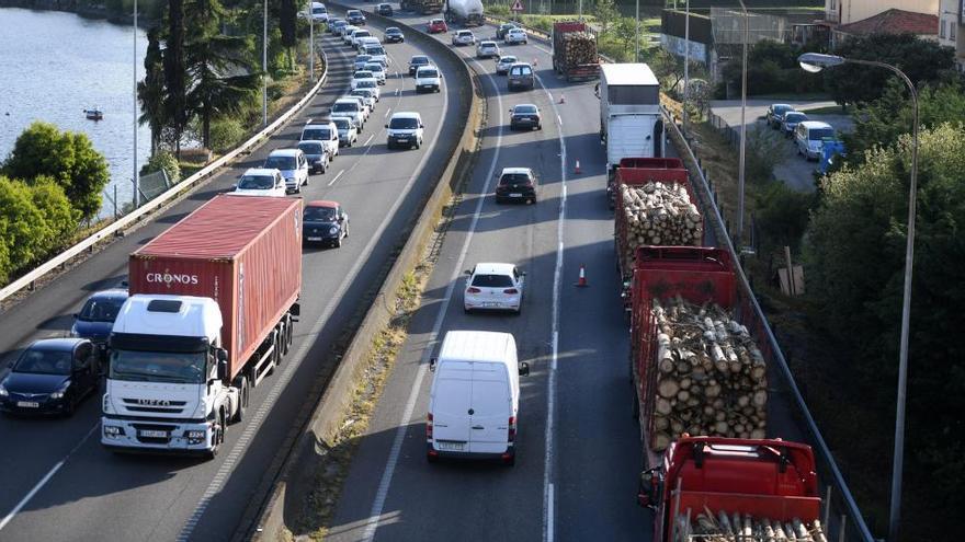 Los transportistas de Ence marcharán a Madrid contra el cierre de la pastera