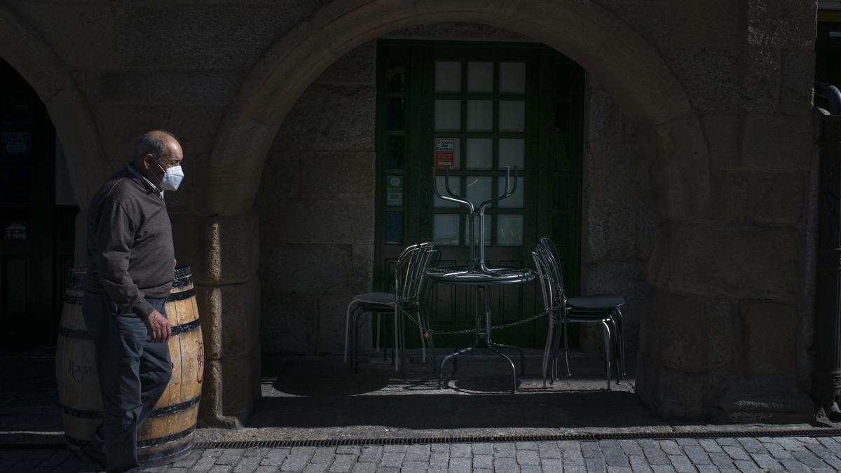 Terraza cerrada de un bar de Verín
