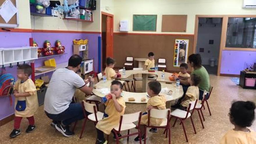 El aula de dos años de un colegio de Torrent lleva más de un mes sin educadora