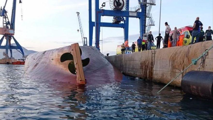 Un buque vuelca en el puerto de Castellón y desaparecen un estibador y un marinero