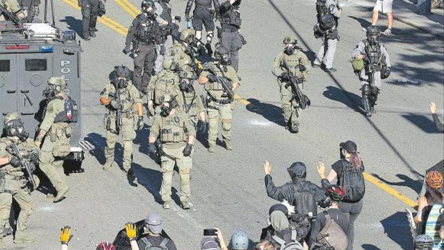 Las protestas contra Trump suben de tono y se extienden por Estados Unidos