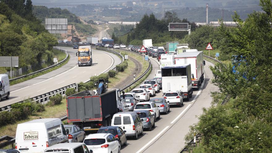 Tráfico advierte: los atascos a la salida de Gijón en dirección Oviedo y Avilés seguirán, como poco, hasta el jueves