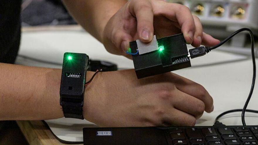 La información se puede transmitir a través de los dedos