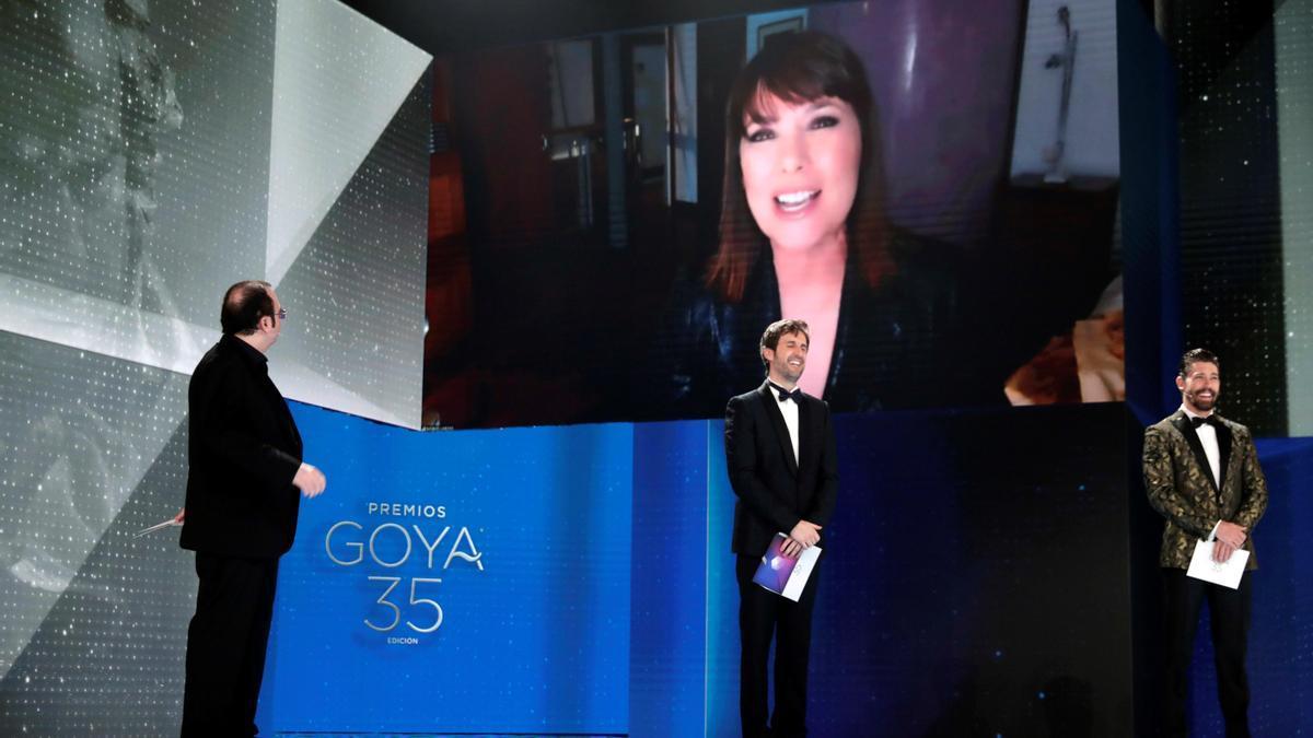 """Mabel Lozano recibe el Goya al Mejor Corto Documental por """"Biografáia del cadáver de una mujer""""."""