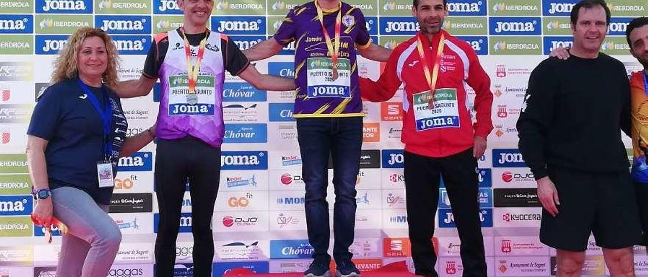 """Ricardo """"Richi"""" Vázquez, en el tercer peldaño del podio nacional."""