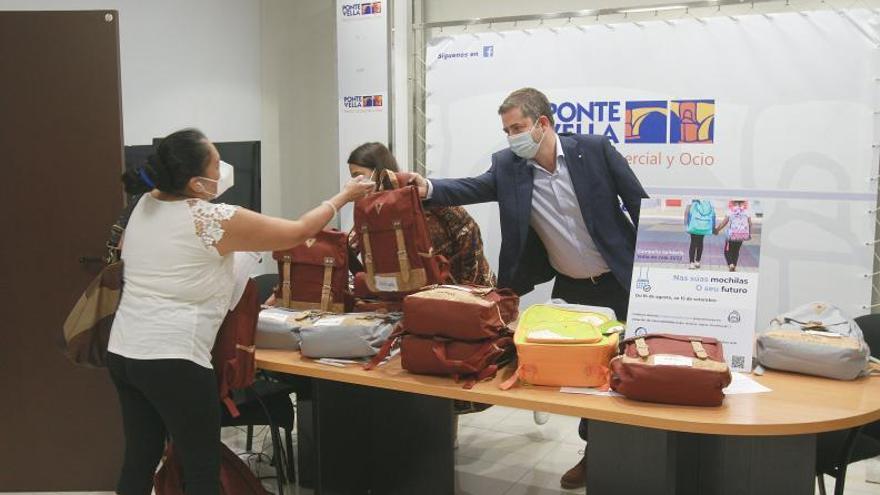 Amigos de Galicia entrega material escolar a las familias más vulnerables