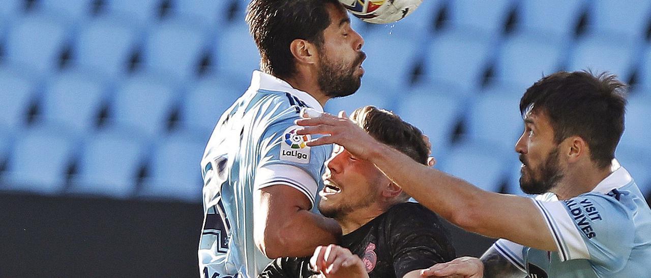 Araújo vuelve lesionado de la selección