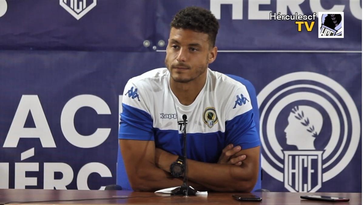 Tano Bonnín comparece ante los medios en la sala de prensa del estadio José Rico Pérez de Alicante.