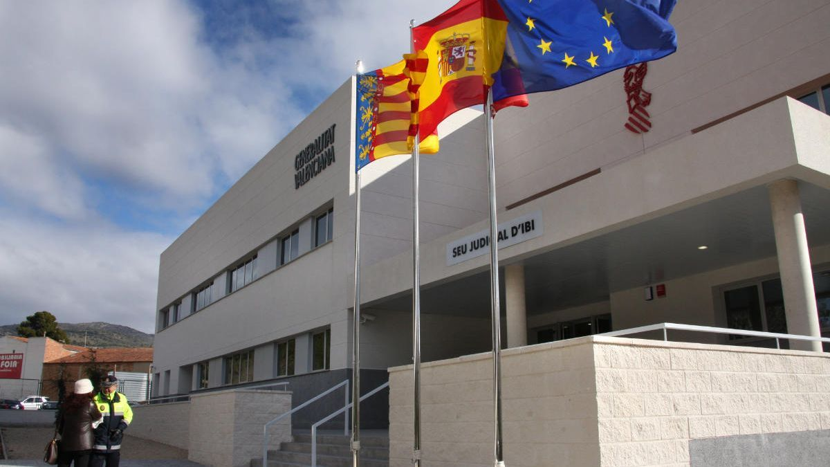 Fotografía de archivo del Palacio de Justicia de Ibi.