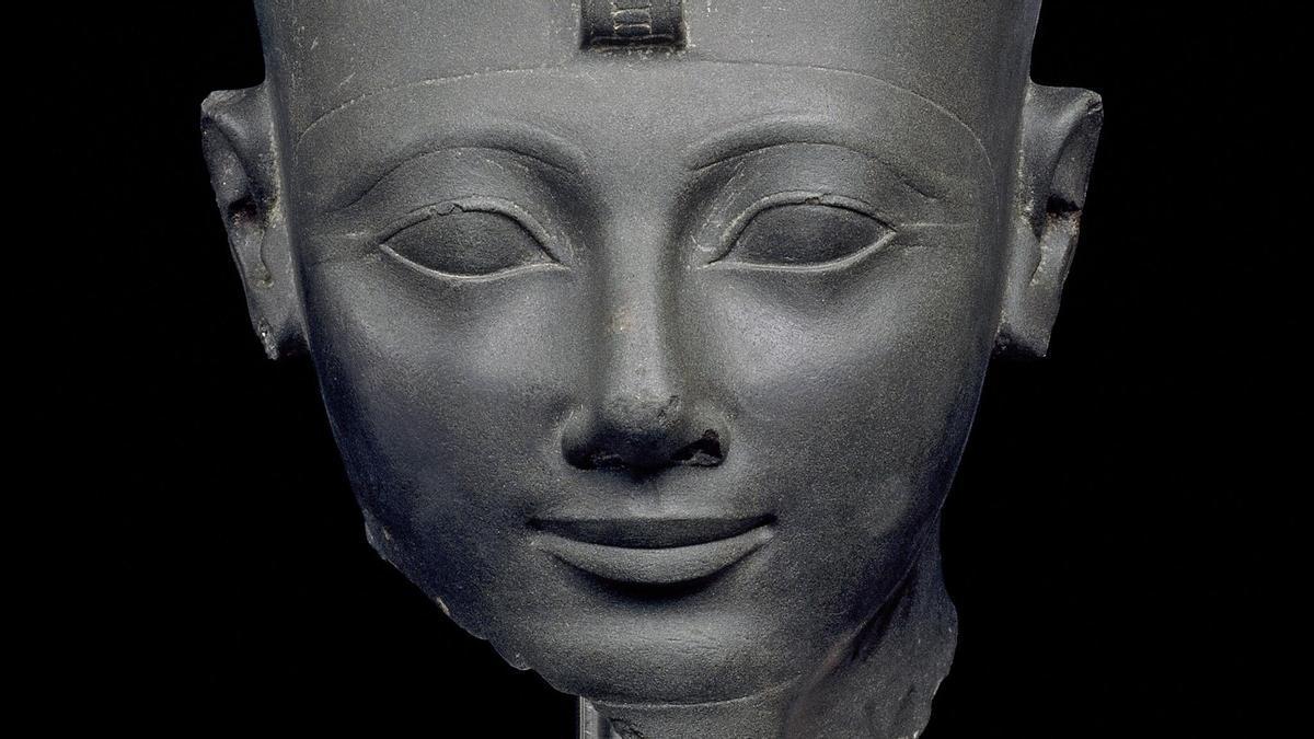 4. Cabeza del faraón Tutmosis III en limonita verde (1497-1475 a. C). Karnak, Tebas. // Trustees of the British Museum