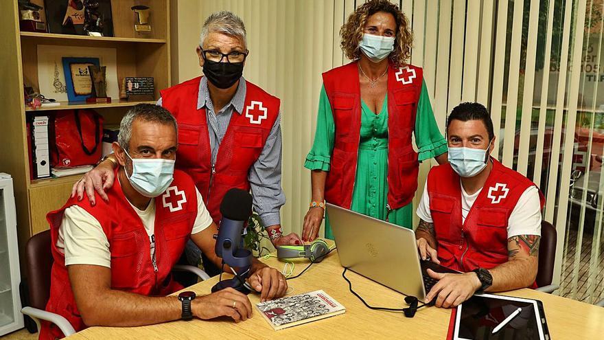 """Cruz Roja grabará audiolibros para ancianos que no pueden leer: """"Les ayuda a recordar"""""""