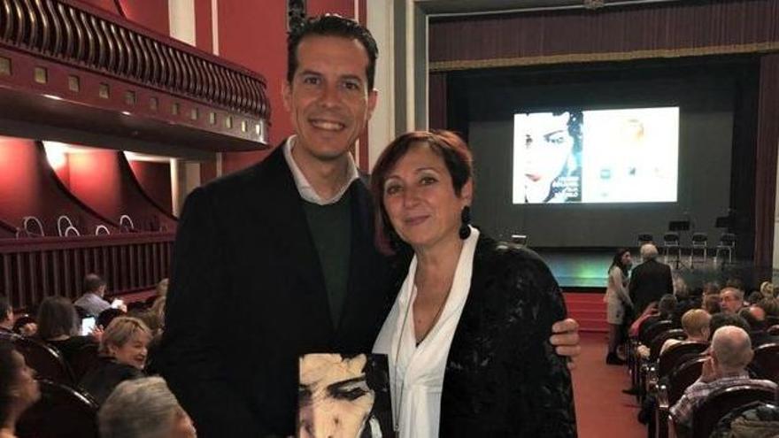 Elia Barceló presenta su nueva novelda en el Casino Eldense