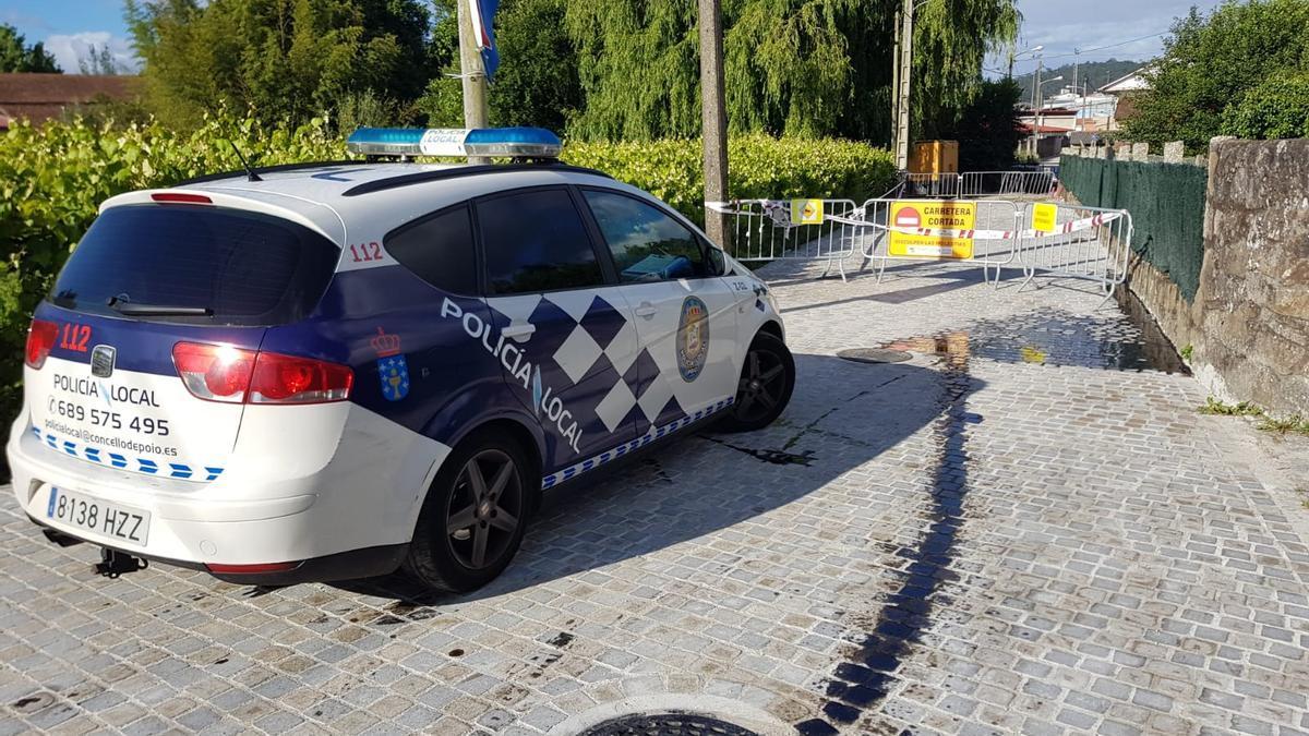 Un coche policial junto a la mancha