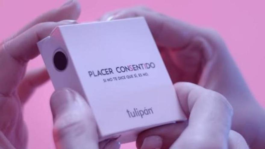 Lanzan un preservativo en el que se requieren cuatro manos para abrirlo