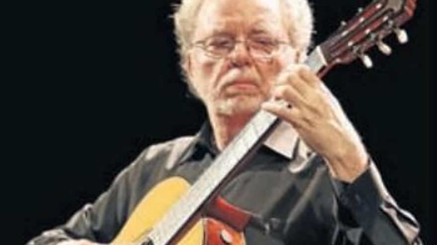 El maestro y su guitarra