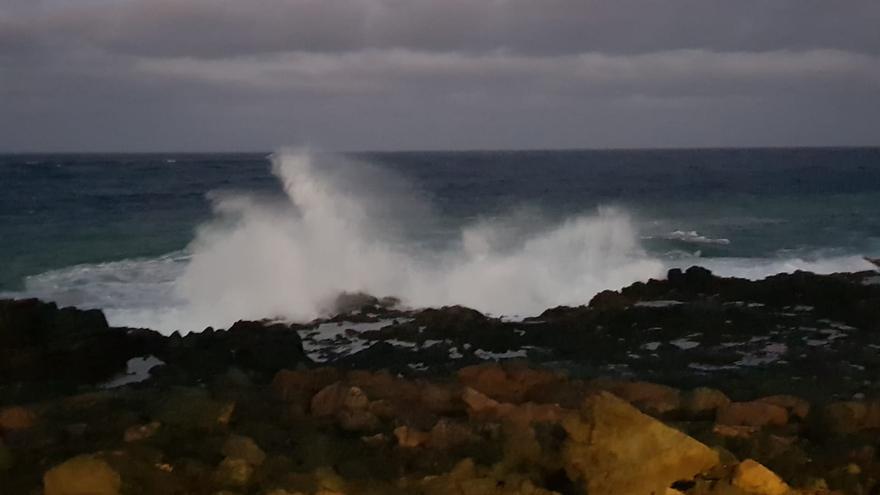 Oleaje en Costa Teguise, en Lanzarote (12/05/2021)