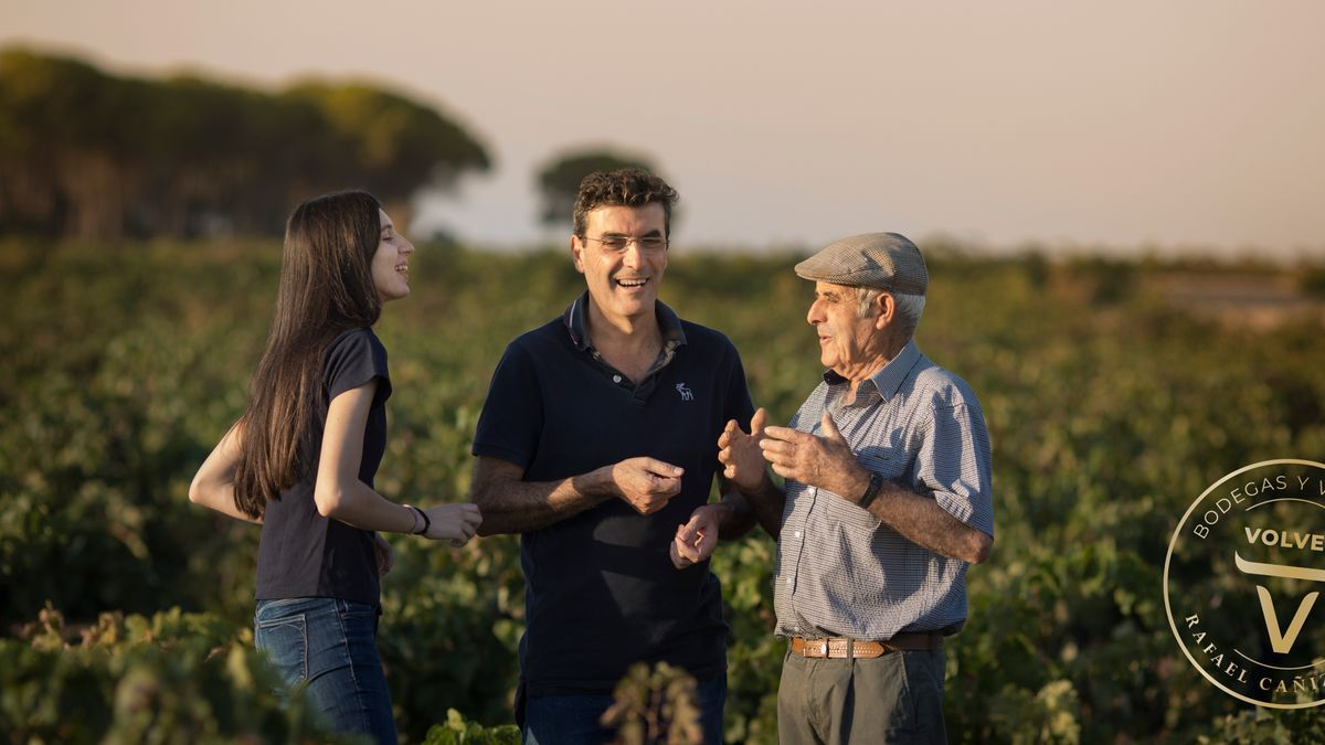 Cañizares family, owners of Bodegas Volver, who since 1923 have treasured the knowledge of the trade.