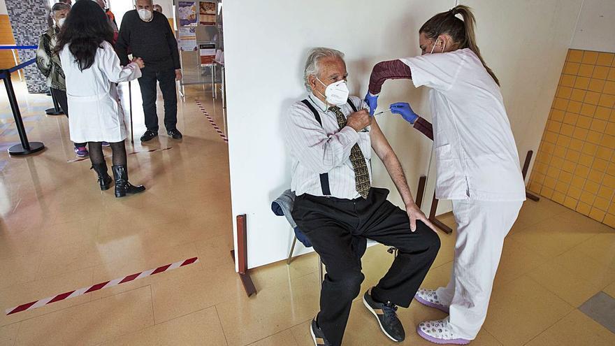 Ximo Puig admite que aún no hay dosis suficientes para iniciar la vacunación masiva pese a estar ya en abril