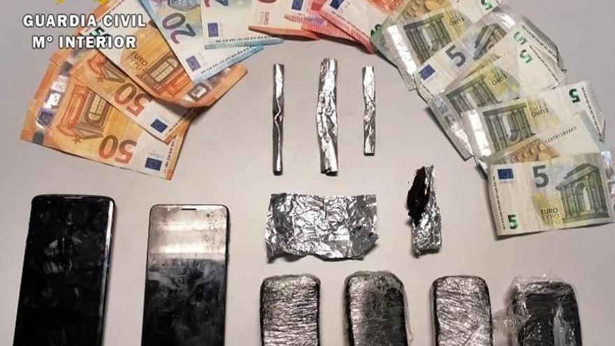La Guardia Civil detiene en Talavera la Real a dos vecinos de Sanlúcar de Barrameda por tráfico de drogas