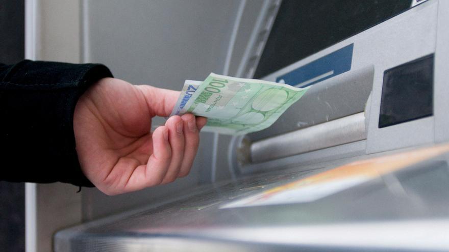 Comisiones y cierre de oficinas, las principales quejas de los usuarios de banca