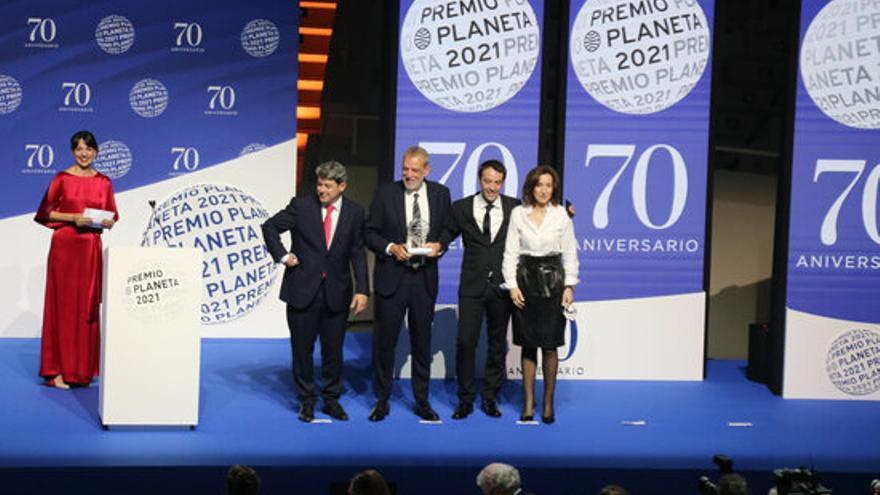 Tres homes sota el pseudònim de Carmen Mola guanyen el premi Planeta 2021