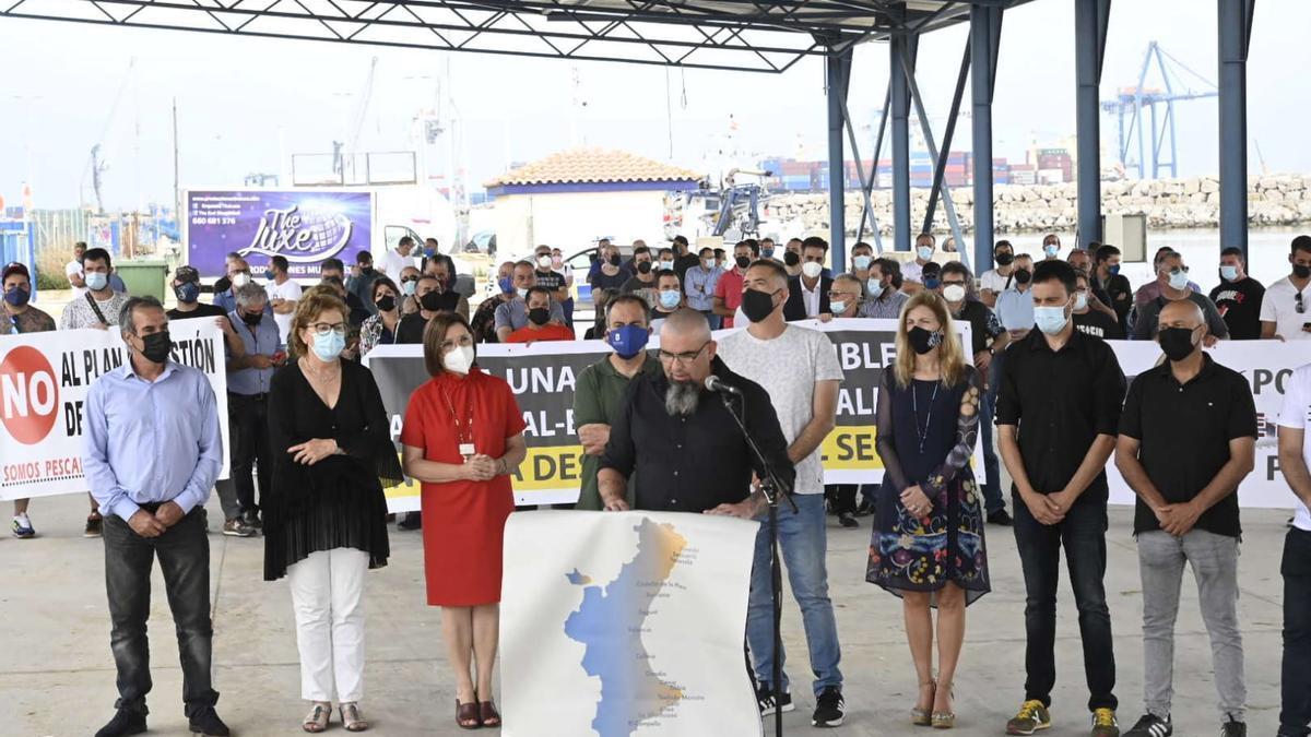 Un momento de la protesta en el puerto del Grau.