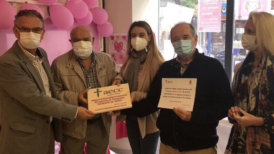 La gasolinera Hidalgo gana el concurso de escaparates 'Súmate al rosa'