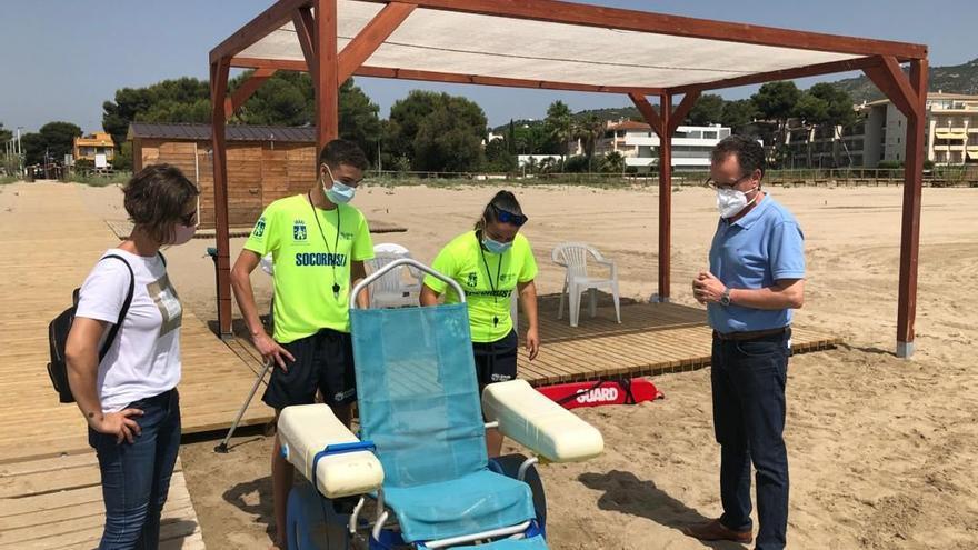 Alcossebre pone en marcha el servicio de playa accesible en el Cargador