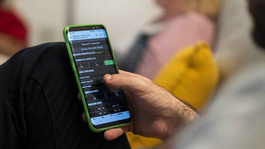Un fichero de autoexclusión evitará a adictos al juego pedir créditos online