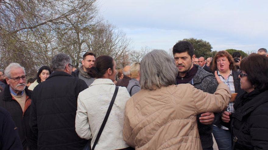 'Los Lobos' se despiden de José Pinto junto a cientos de personas