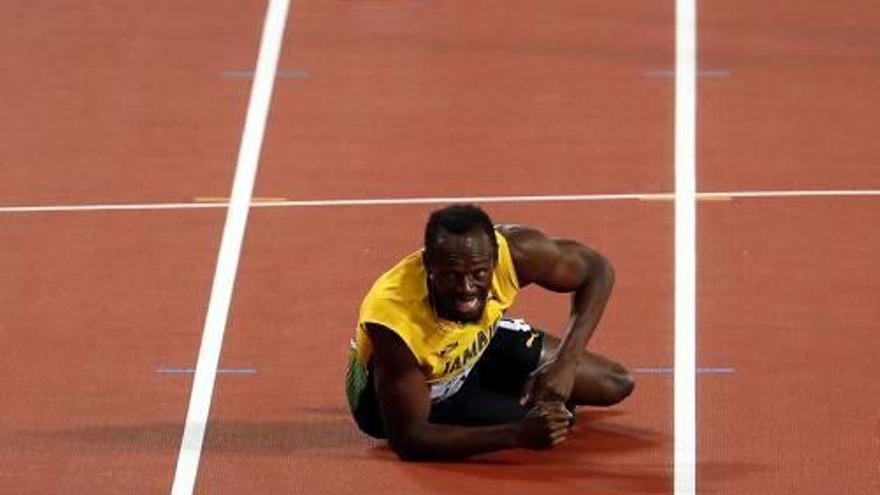 Amarg comiat d'Usain Bolt, que es lesiona en la seva darrera cursa professional