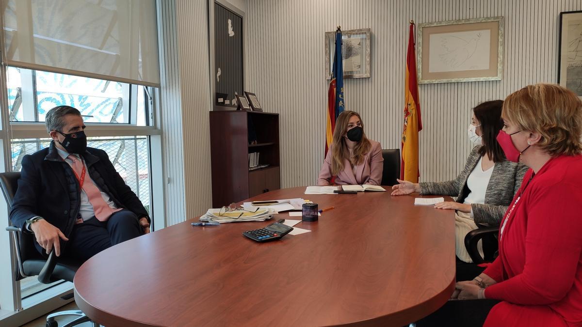 Reunión de Eva Sanz y Maribel Albalat con José María Ángel y Ana Such.