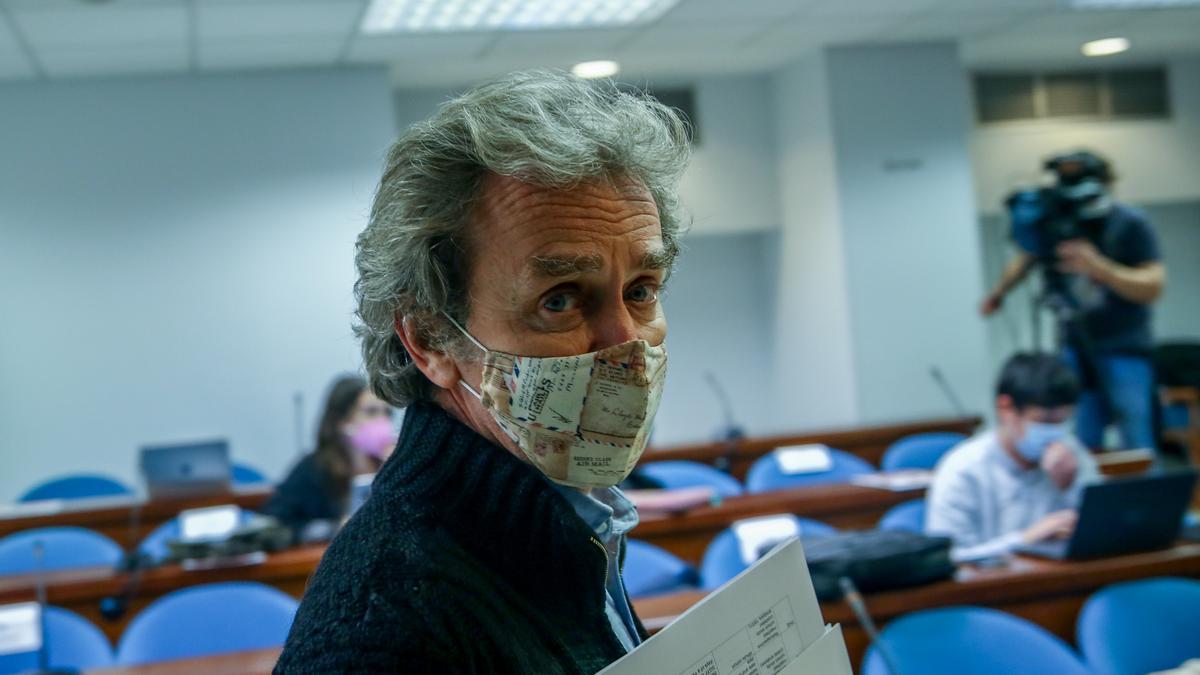 Fernando Simón con mascarilla en una rueda de prensa.