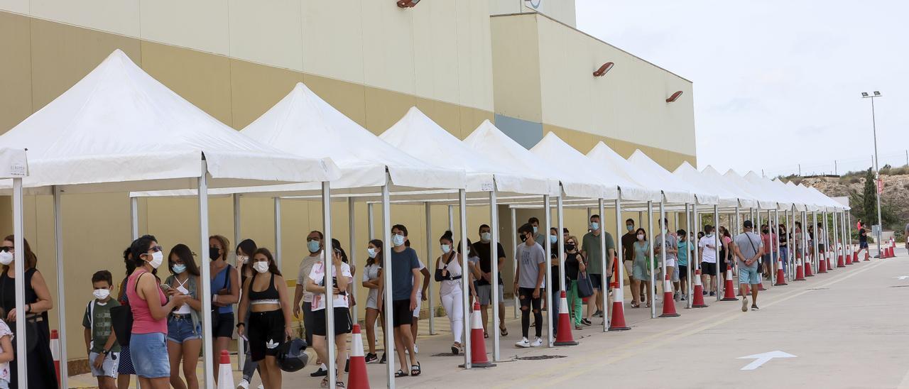"""Actividad en el """"vacunódromo"""" de Ciudad de la Luz, en Alicante, este mes."""